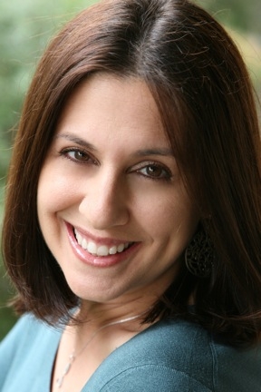 Lisa Becker headshot.jpg